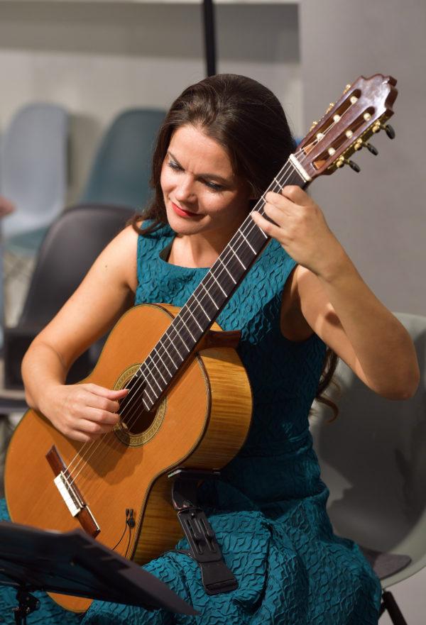 Klassische Gitarristin Radmila Besic © Hannes Magerstaedt