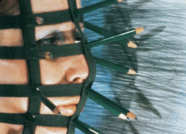Rebecca Horn, Bleistiftmaske, 1973 (Filmstill) 16 mm (digitalisiert), Farbe, Ton Rebecca Horn Collection © 2019: Rebecca Horn/ProLitteris, Zürich