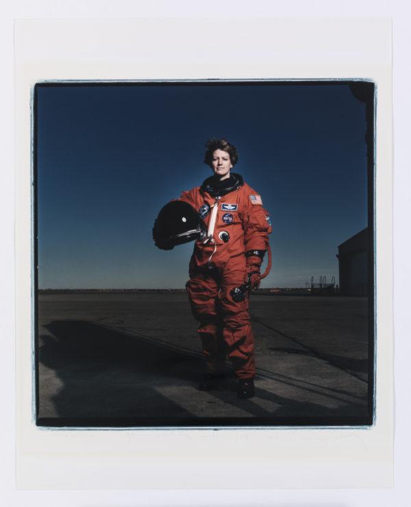 Annie Leibovitz Eileen Collins, Johnson Space Center, Houston, 1999 C-Print © the artist Foto: Dominik Gigler