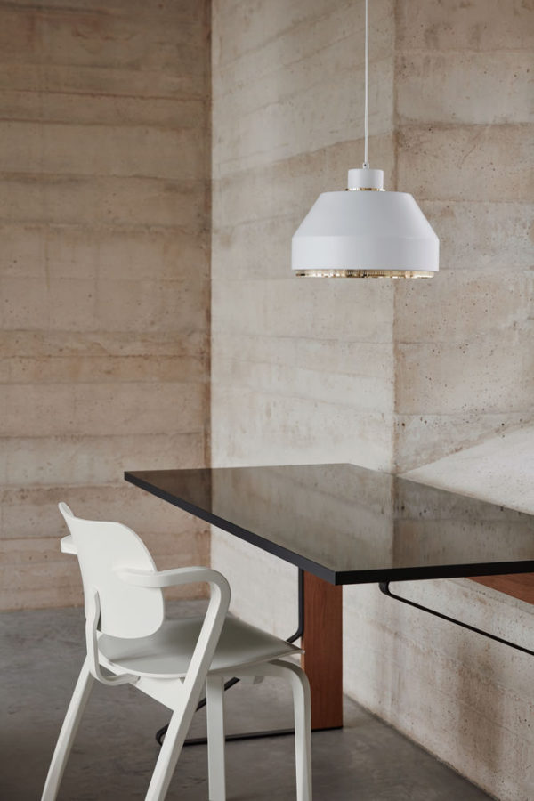 Aslak Chair, Pendant Light AMA500, Kaari Desk © Mikko Ryhanen